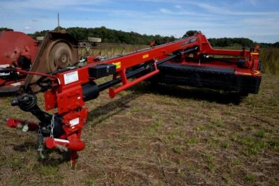 2016 CASE IH DC133R DISC MOWER - 13 FT. CUT - CARLISLE 12.5L x 15-15L TIRES 8 PLY NYLON -  APPEARANCE NEW - ID# YGN258804