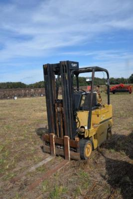 CATERPILLAR T50D LPG FORKLIFT - HARD TIRES - ROLL GUARD - DOES NOT HAVE SIDE SHIFT - SERIAL  #AEB09109