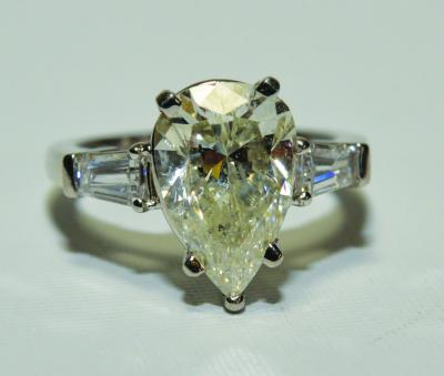 3.09 CARAT SOLITAIRE DIAMOND RING - PEAR BRILLIANT SHAPE IN PLATINUM MOUNTING