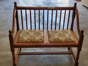 MAPLE EARLY AMERICAN BENCH LOVESEAT