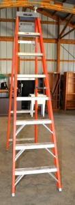 KELLER FIBERGLASS STEP LADDER - 8-FOOT