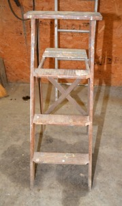 8' ALUMINUM SINGLE LADDER -- 4' WOOD STEP LADDER