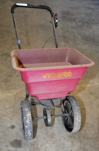 YARD FERTILIZER CART