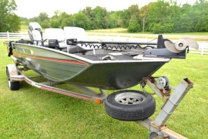 1993 FISHER ALUMINUM BOAT AND FISHER TRAILER -Boat has been started today (6/16/20). Battery is charged. Motor cranks and runs good.
