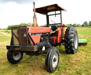 CASE INTERNATIONAL 895 TRACTOR