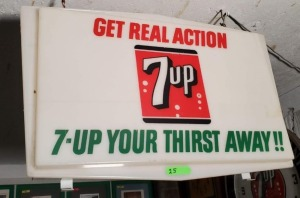 PLASTIC LIGHT-UP 7UP SIGN