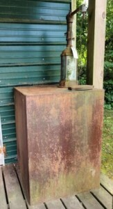 OIL PUMP AND TANK ON PORCH - RUSTY - PUMP DOES NOT WORK