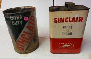 SINCLAIR WAX OIL FOR POLISHING, 1 GALLON CAN SHOWS FADING, MULTIPLE SCRATCHES, RUSTY TOP AND BOTTOM -- SINCLAIR EXTRA DUTY MOTOR OIL CAN, NO TOP, RUSTY, FADED, BENT