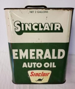 SINCLAIR EMERALD AUTO OIL, 2 GALLON CAN LETTERING IS SHARP, TOP SHOWS RUST, SCRATCHES AND DINGS.  CAN IS BENT SEVERAL PLACES, BOTTOM SHOWS SLIGHT RUST.