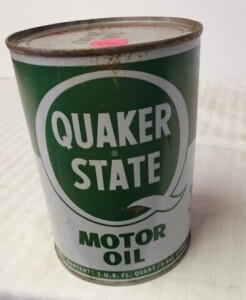 QUAKER STATE MOTOR OIL QUART CAN, FULL CAN SHOWS SOME WEAR, SOME RUBS, RUST PITTING, TOP WRITING IS BRIGHT BUT HAS SLIGHT TARNISH AND RUBS, DENTS
