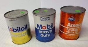 (3) MOTOR OIL QUART CANS - AMOCO AMOLUBE MOTOR OIL FULL QUART CAN, CAN HAS FEW RUBS, ROUGH SPOTS, TOP RIM SHOWS LIGHT PITTING, SILVER TOP SHOWS LIGHT PITTING, LOWER RIM HAS CRINKLE, CAN BENT NEXT TO RIM, BOTTOM MOSTLY CLEAR WITH LIGHT PITTING AND TARNISH