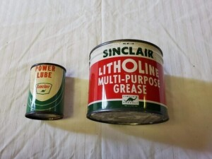 (2) VINTAGE SINCLAIR PRODUCT CANS SINCLAIR LITHOLINE MULTI-PURPOSE GREASE 1 LB. CAN. FULL, WITH ORIGINAL OPENING KEY, COLOR GOOD, SLIGHT DENT ON REAR, LIGHT SCRATCHES, TOP RIM IS WORN, TOP DULL COLORED, LOWER RIM SMOOTH, BOTTOM SILVER WORN OFF AND SMALL L
