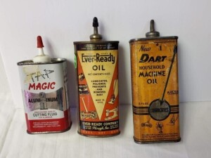 "(3) VINTAGE TIN OIL CANS - EVER-READY OIL, 4 OZS, ALMOST EMPTY TIN CAN, SIZE 4.75"" TALL, LEAD SPOUT, PLASTIC CAP, SHOWS SOME WEAR, LIGHT RUST ON BOTTOM -- NEW #1 DART HOUSEOLD MACHINE OIL 5 FL. OZ. CAN, SIZE 5"" TALL, LEAD SPOUT, SHOWS SOME FADING, WEAR, S"