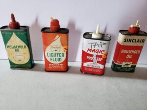 "(4) VINTAGE SMALL ""HANDY OILER"" CANS (3) SMALL EMPTY SINCLAIR CANS, SIZE 4"" TALL, HOUSEHOLD OIL, EMPTY, SHOWS SCRATCHES, WEAR AND USE, TOP AND BOTTOM SHOW RUST -- HOUSEHOLD OIL, EMPTY, WORDS ABOVE DINO EMBLEM WORN AND FADED, NUMEROUS SCRATCHES, USE WEAR"