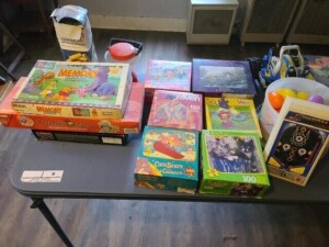 PUZZLES -- CHILDREN'S BOARD GAMES -- KID'S LANTERN