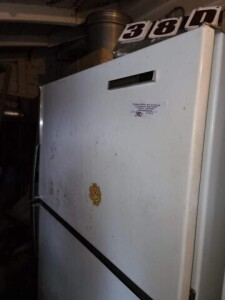 GE ELECTRIC 2-DOOR REFRIGERATOR - RUNS - VERY