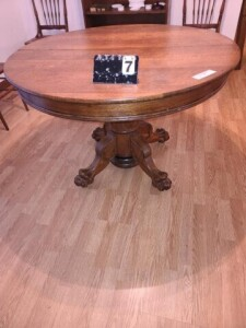 ROUND OAK PEDESTAL DINING TABLE - TURNED ROUND
