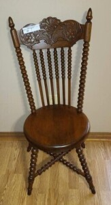 PARLOR CHAIR - TURNED-KNOB LEGS - 4 EXPANDERS