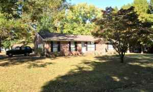 BRICK RESIDENCE - 19.36 SQ. FT. & LOT - 8 ROOMS - 3 BEDROOMS - 2 BATHS - MATURE TREES & SHRUBBERY