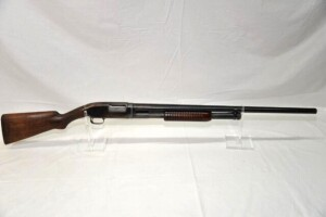 WINCHESTER MD. 12 SHOTGUN - PUMP - 12 GAUGE -