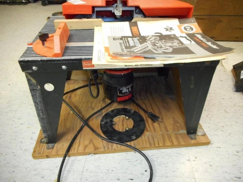 Black Decker Router Table Model 171 25443 No 7616 Located In The Bat Cur Price 50