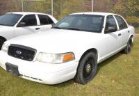 2011 FORD CROWN VICTORIA VIN: 2FABP7BV6BX125228 – HOLE IN REAR DOORS – PIECE BROKEN ON GRILL – SCRATCHES AND PECKS – Miles: 121,405