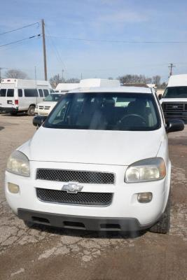 2008 CHEVROLET DLS ES MINIVAN - UPLANDER LS - PASSENGER SIDE RIGHT FENDER HAS SMALL PAINT SCRATCH ABOVE FRONT WHEEL - SMALL PECKS ON FRONT OF HOOD - THIN SCRATCH ACROSS TOP OF HOOD NEAR FRONT.  MILAGE:  210015 V/N:  1GNDV23W28D208603