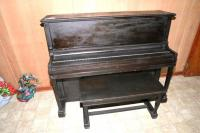 WURLITZER UPRIGHT PIANO, BLACK, WITH BENCH